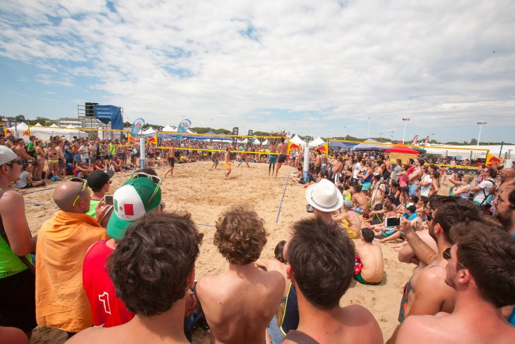 eventi di primavera a bibione: beach volley marathon